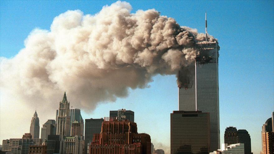 Las Torres Gemelas de Nueva York durante los ataques terroristas del 11 de septiembre de 2001.