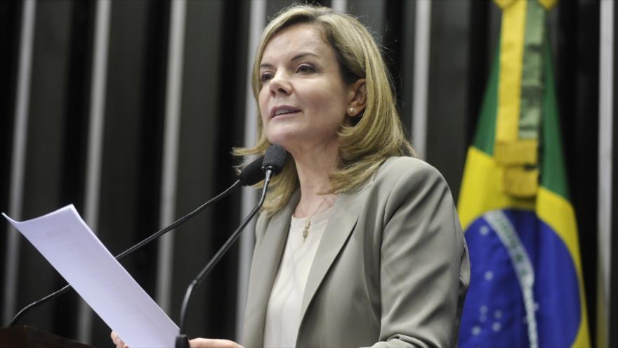 La presidenta del Partido de los Trabajadores (PT), Gleisi Hoffmann, ofrece un discurso. (Foto: PT)