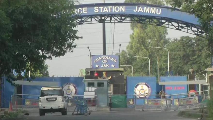 La base militar de Jammu de la Fuerza Aérea de India, sita en el territorio de Jammu y Cachemira, tras las explosiones, 27 de junio de 2021.