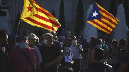 Independentistas protestan contra rey Felipe VI en Barcelona