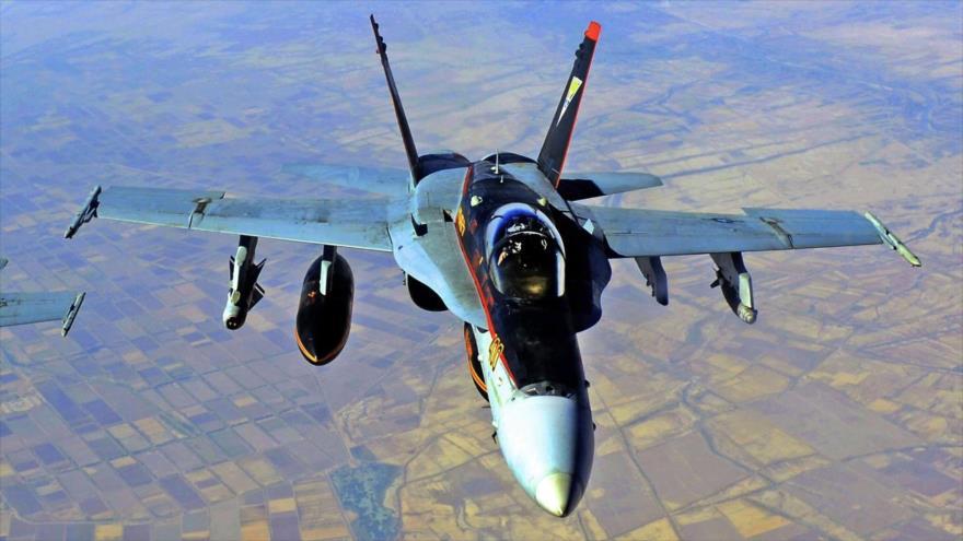 Un avión de combate de EE.UU. en pleno vuelo.
