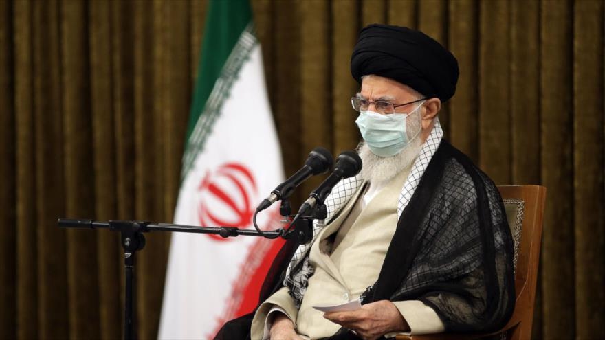 El Líder de Irán, el ayatolá Seyed Ali Jamenei, durante una reunión con funcionarios del Poder Judicial en Teherán, 28 de junio de 2021. (Foto: Leader.ir)