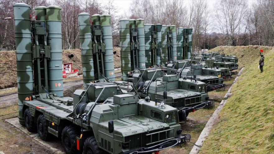 Sistema de defensa aérea S-400 desplegado en el enclave ruso de Kaliningrado. (Foto: Getty Images)