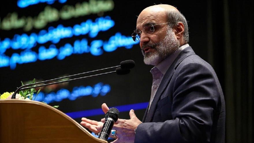 El jefe de la Organización de la Radio y Televisión de Irán, Abdolali Ali Asgari, habla durante un acto en Teherán, capital iraní, 29 de junio de 2021.