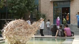 Irán: La Casa de los Artistas- Turismo de Salud en Ardebil- Convivencia religiosa- hombres pequeños