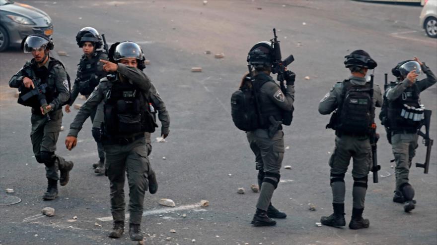 Israelíes se despliegan en medio de enfrentamientos con palestinos en circunscripción de Silwan, en Al-Quds, 29 de junio de 2021. (Foto: AFP)