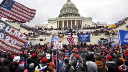 """Fans de Trump amenazan con """"guerra civil"""" si no regresa al poder"""