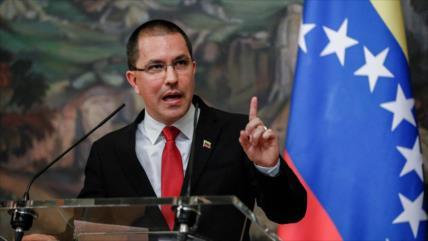 Arreaza: Canadá y México usan a Venezuela para evadir sus tragedias