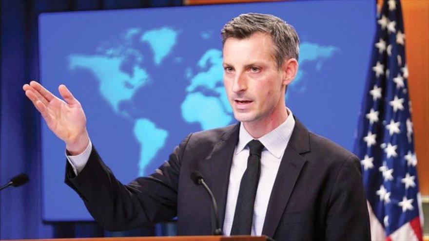 El portavoz del Departamento de Estado estadounidense, Ned Price, ofrece una rueda de prensa en Washington, la capital de EE.UU.