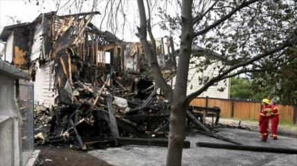 Horrendas imágenes: Calcinadas 7 personas en una casa en Canadá