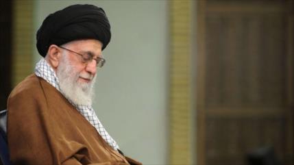 Líder de Irán indulta o reduce sentencias a más de 5000 presos