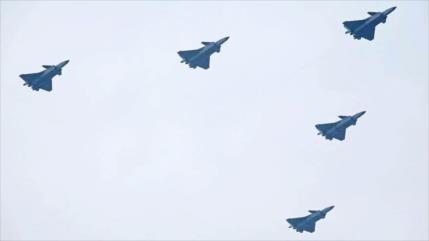 """EEUU en alerta ante """"dragones poderosos"""" de China, cazas J-20"""