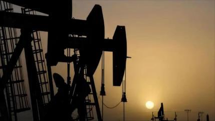 Petróleo alcanza mayor precio en 6 años con OPEP sumida en crisis