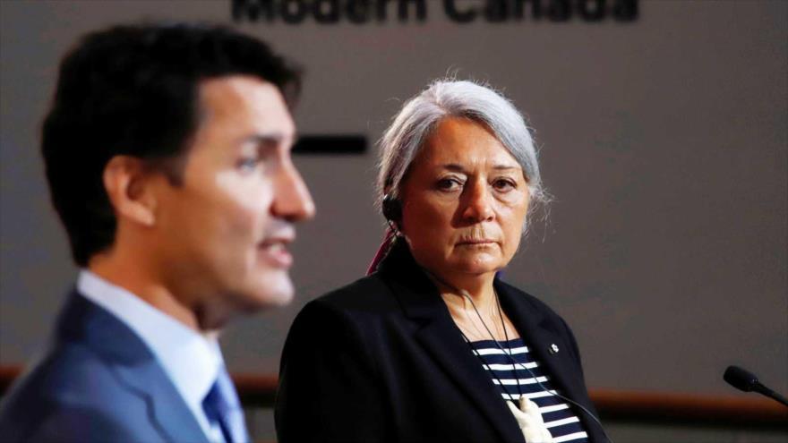 La indígena Mary Simon (dcha.) durante su nombramiento como primera Gobernadora General de Canadá junto al primer minisetro, Justin Trudeau, 6 de julio de 2021. (Foto: Reuters)