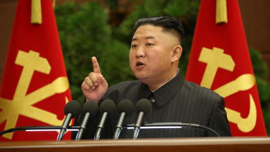 Líder de Corea del Norte, Kim Jong-un, asiste a una reunión de Partido de los Trabajadores, en Pyongyang, capital, 29 de junio de 2021. (Foto: KCNA)