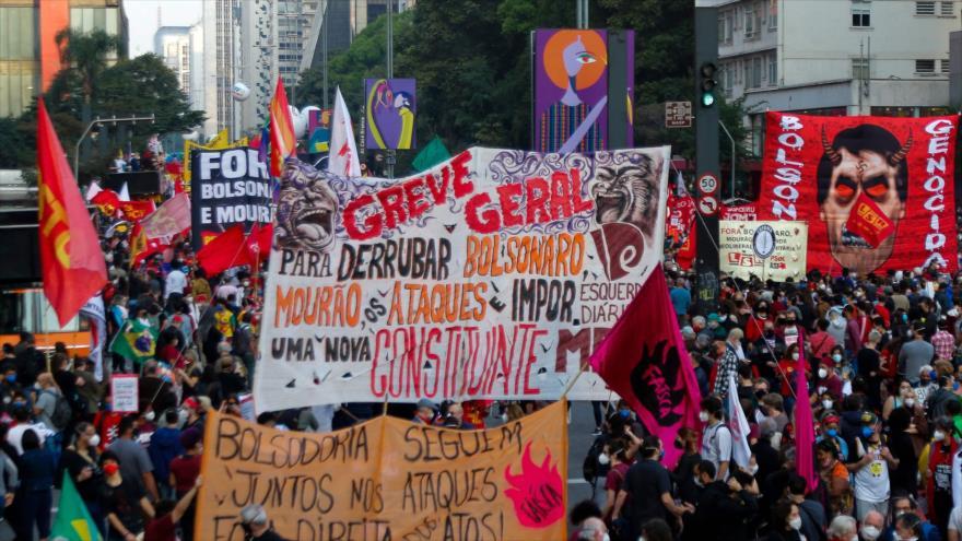 Caída libre: Mayoría de brasileños apoya destitución de Bolsonaro | HISPANTV