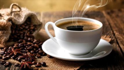 Estudio: Tomarse café a diario reduce riesgo de contraer COVID-19