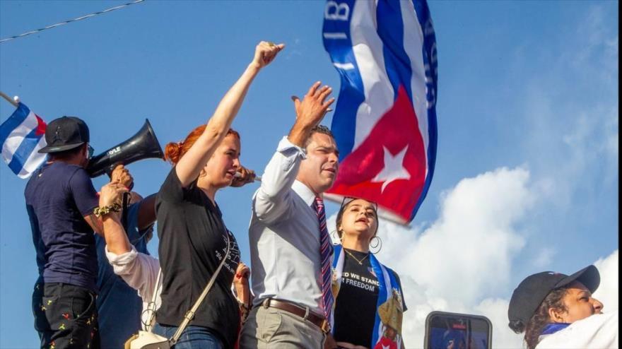 El alcalde de Miami, Francis Suárez, se unió a un grupo opositores cubanos en un mitin celebrado en la urbe estadounidense, 11 de julio de 2021. (Foto: Miamiherald)