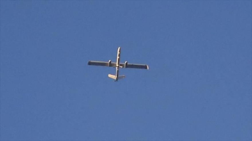 Un dron israelí Hermes 450 vuela sobre los territorios ocupados palestinos. (Foto: AFP)