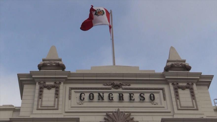 Congreso de Perú se enfrenta al Poder Judicial y a la Fiscalía