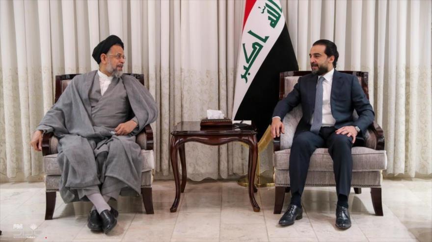 El ministro de Inteligencia de Irán, Mahmud Alavi (izq.), y el presidente del Parlamento iraquí, Muhamad al-Halbusi, en Bagdad, 14 de julio de 2021.