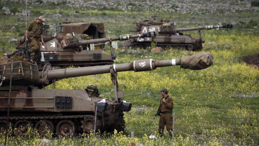 Soldado israelí está junto a la unidad de artillería móvil cerca de la ciudad de Katzrin, en los altos del Golán sirios, 19 de marzo de 2014. (Foto: Reuters)