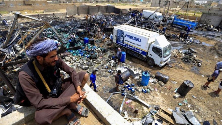 Escombros de un almacén destruido durante un ataque aéreo de la coalición saudí en Saná, capital de Yemen, 2 de julio de 2020. (Foto: AFP)