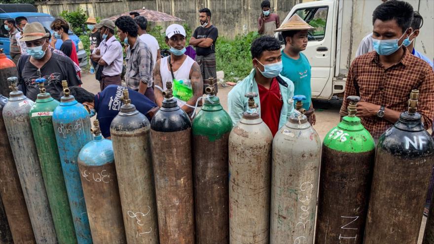 Falta de oxígeno se suma a crisis política que viven los birmanos