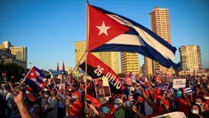 Cubanos se manifiestan por su Revolución y contra las injerencias