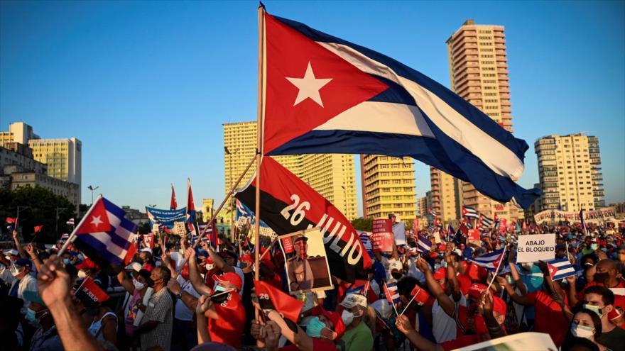 Cubanos se manifiestan por su Revolución y contra las injerencias   HISPANTV