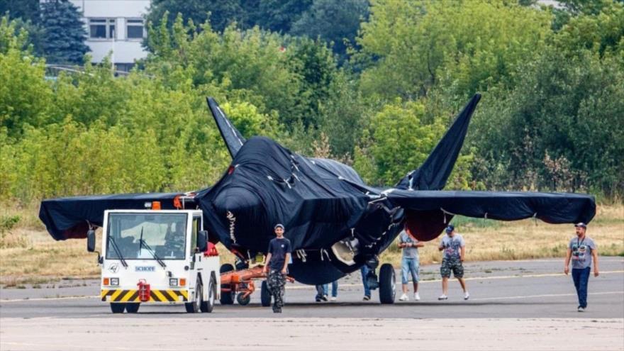 El nuevo avión de combate ruso en una pista cerca de Moscú, Rusia, 17 de julio de 2021.