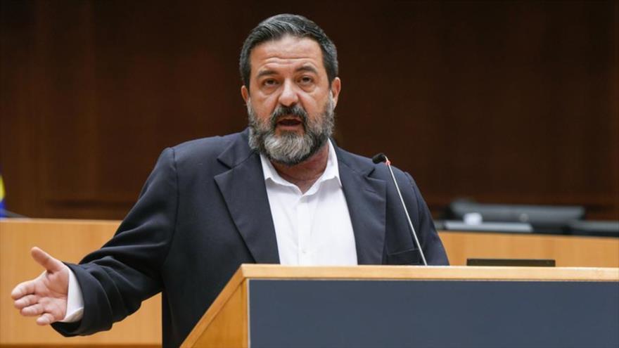 El eurodiputado español Manu Pineda habla en la Eurocámara en Bruselas.