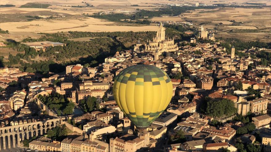 Festival de globos da un toque de color a los cielos de Segovia