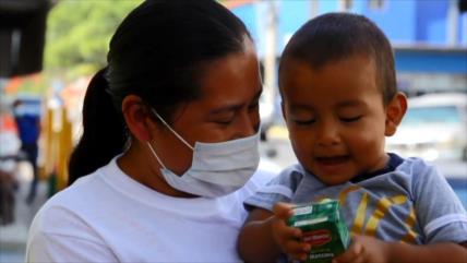 Niño migrante hondureño que fue abandonado, se reúne con su madre
