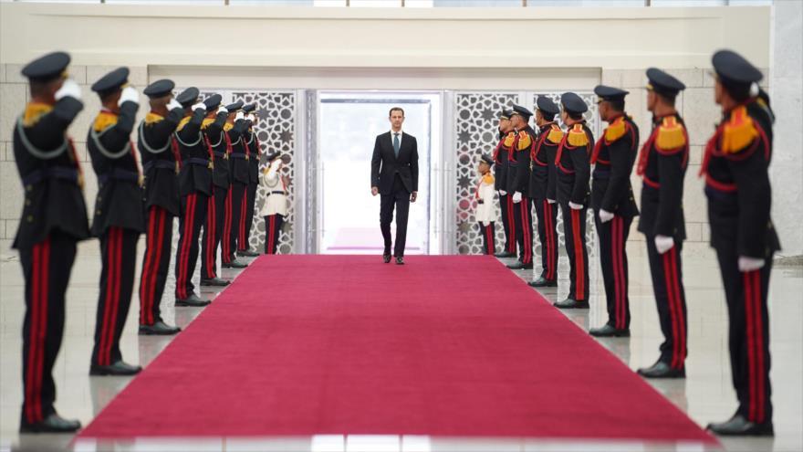El presidente sirio, Bashar al-Asad, llega a la ceremonia de su investidura, Damasco, la capital, 17 de julio de 2021. (Foto: SANA)