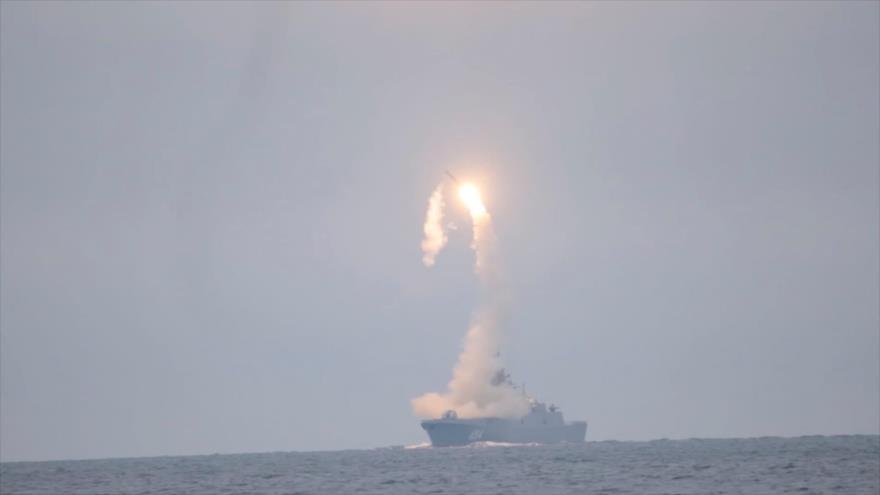 """Vídeo: Rusia ensaya un misil hipersónico """"asesino de portaviones"""""""