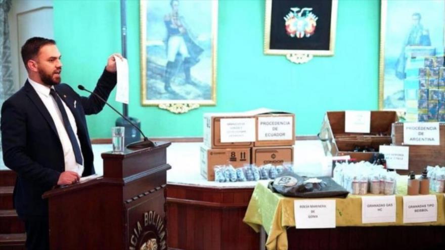 Bolivia presenta armas enviadas por Argentina y Ecuador a golpistas