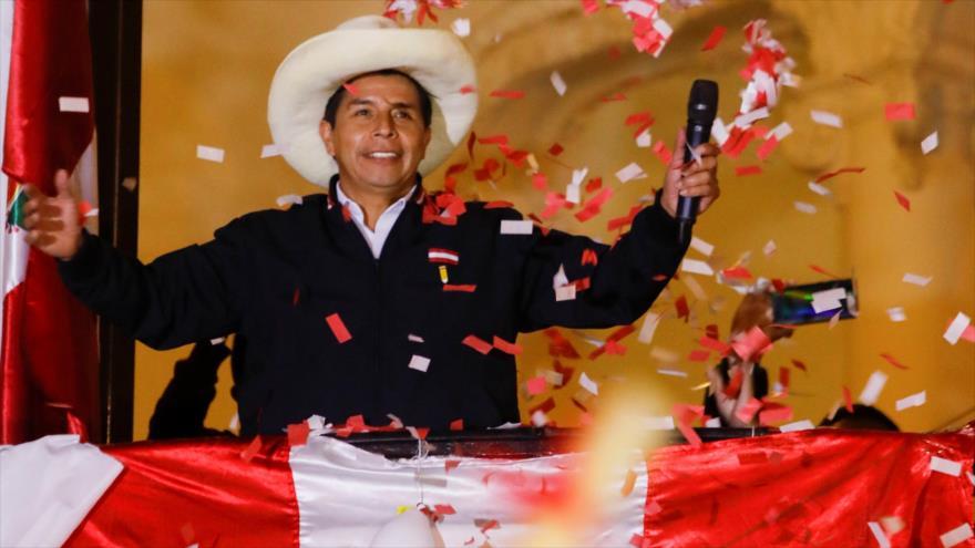 Pedro Castillo es proclamado oficialmente presidente de Perú