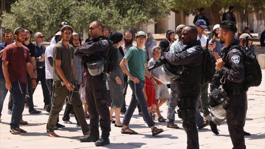 Fuerzas del régimen de Israel en la Mezquita Al-Aqsa, Al-Quds (Jerusalén), 18 de julio de 2021. (Foto: AFP)