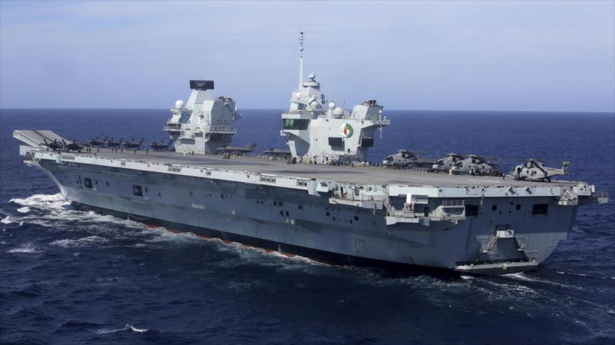 El portaviones Queen Elizabeth de la Marina Real británica realiza un ejercicio militar frente a las costas de Portugal, 27 de mayo de 2021. (Foto: AP)