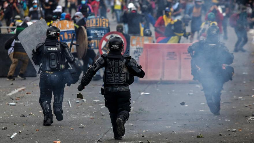 Policía colombiana reprime protestas en Día de Independencia