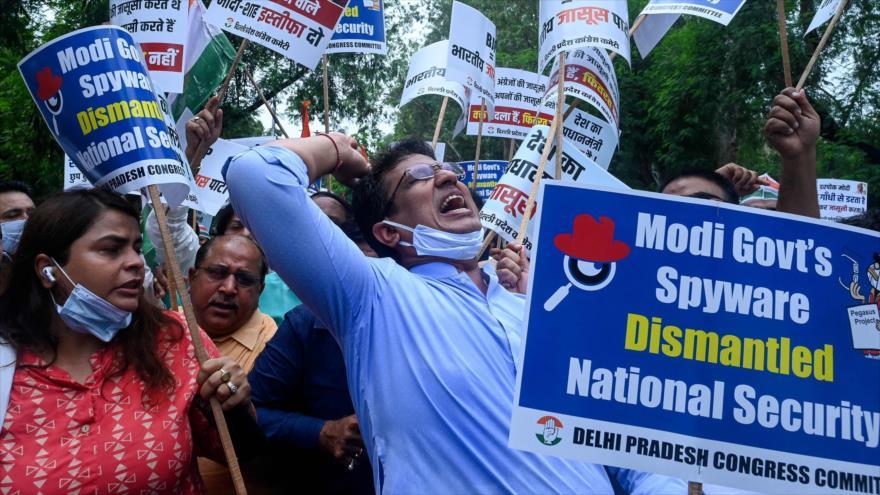 Trabajadores del partido indio Congreso protestan contra el Gobierno en Nueva Delhi, La India, 20 de julio de 2021 (Foto: AFP)