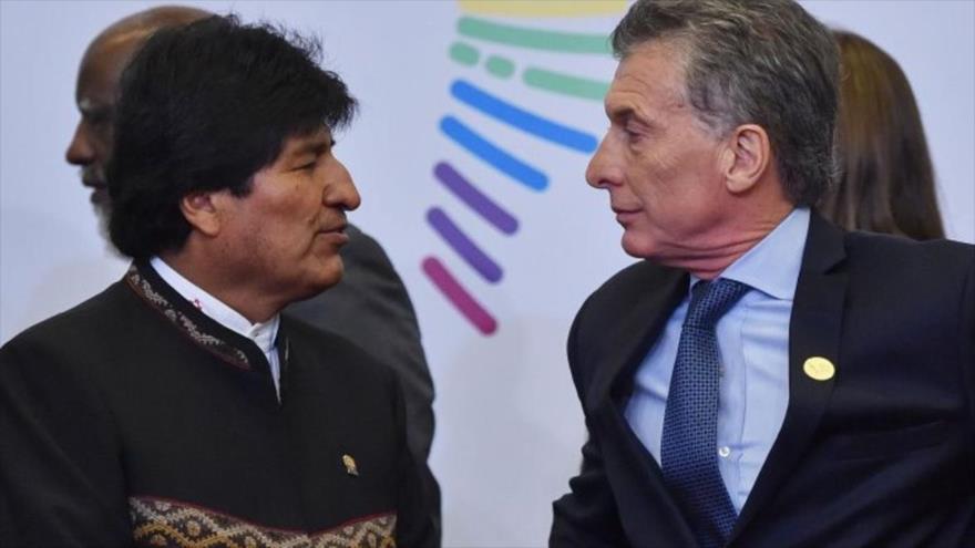 El expresidente de Bolivia, Evo Morales (izda.), y su par argentino Mauricio Macri durante la Cumbre de las Américas en julio de 2017.
