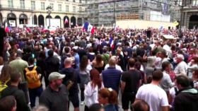 Protestan en Grecia y Francia contra la vacunación obligatoria