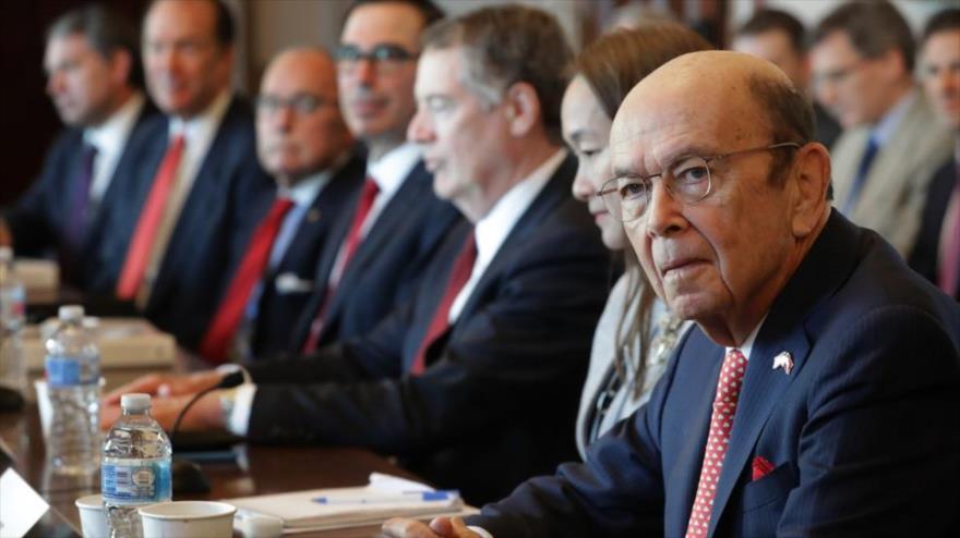 Wilbur Ross, ex secretario de Comercio de EE.UU., y otros titulares norteamericanos se reúnen con una delegación china en Washington, 30 de enero de 2019.