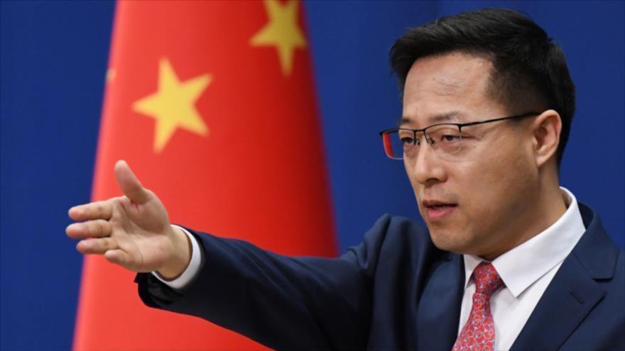 El portavoz del Ministerio de Relaciones Exteriores de China, Zhao Lijian, en conferencia de prensa en Pekín, 8 de abril de 2020. (Foto: AFP)