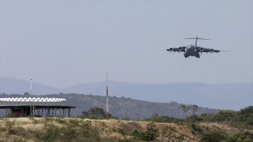Un avión de carga C-17 de la Fuerza Aérea de EE.UU. en Cúcuta, Colombia, fronteriza con Venezuela. (Foto: AP)