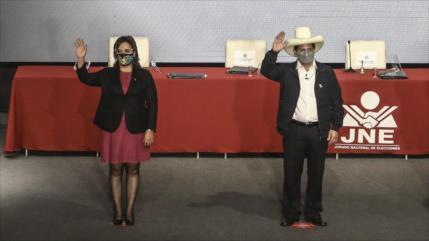Pedro Castillo, tras recibir credenciales, llama a unidad en Perú