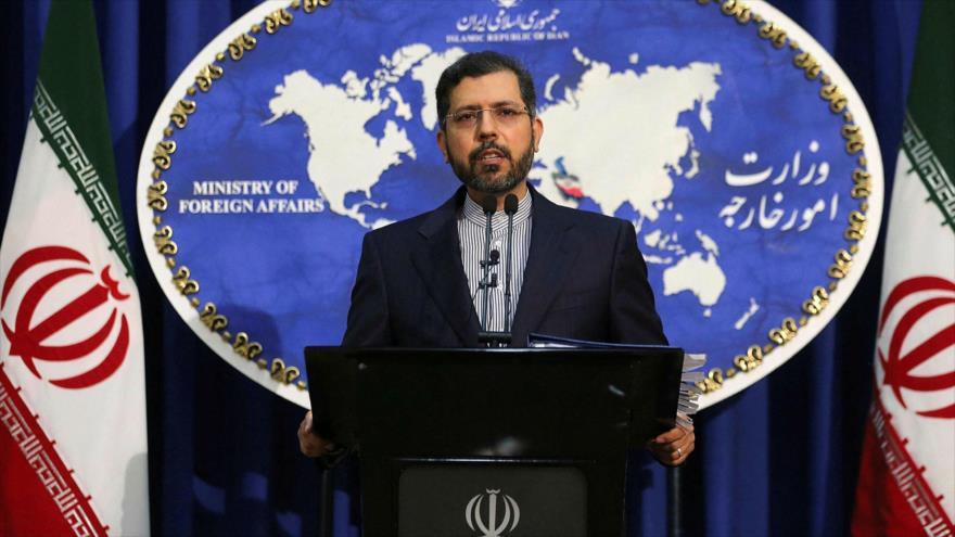 El portavoz de la Cancillería de Irán, Said Jatibzade, ofrece una rueda de prensa en Teherán, la capital.