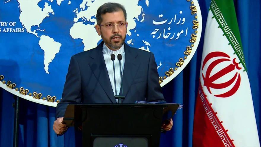 El portavoz del Ministerio de Asuntos Exteriores iraní, Said Jatibzade, durante una conferencia de prensa.